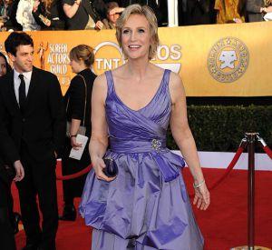 En 2011 :  Aux Screen  Actors Guild Awards, Jane sort la robe de promo, violet irisé et volants au programme.