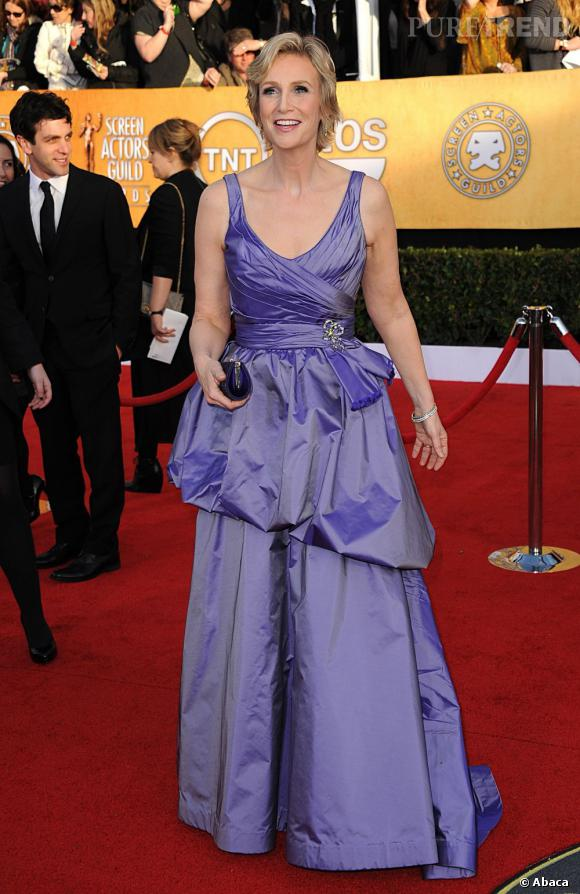 En 2011 :     Aux Screen  Actors Guild Awards, Jane sort la robe de promo, violet irisé et volants au programme.