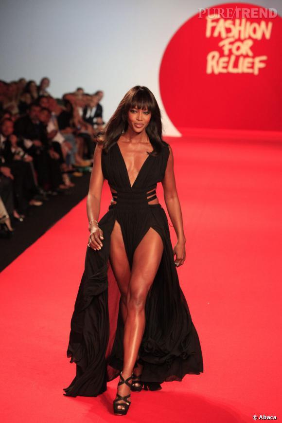 """A la fin du règne des supermodels juste avant les années 2000, Naomi s'est retirée des podiums ne le foulant qu'à l'occasion de son défilé caritatif """"Fashion For Relief""""."""