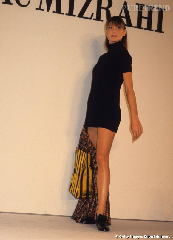 C'est en 1988 que Carla Bruni fait ses premiers pas en tant que mannequin pour rapidement devenir un des top models vedettes des années 90, défilant pour les plus grands couturiers et apparaissant dans de nombreux magazines.