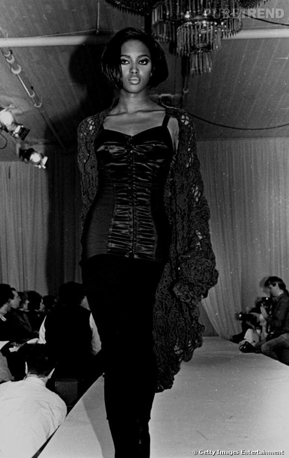 """Naomi Campbell fut l'un des tops les plus demandés des années 80-90 et membre des """"supermodels"""". Elle fut également le premier top black à apparaitre en couverture du Vogue Paris."""