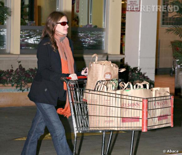 Julia Roberts, passe-partout en blazer et jean, garde sa classe naturelle.