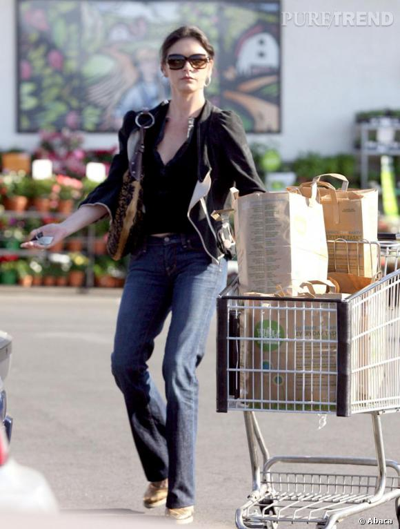 Catherine Zeta Jones à la fois tendance et discrète.