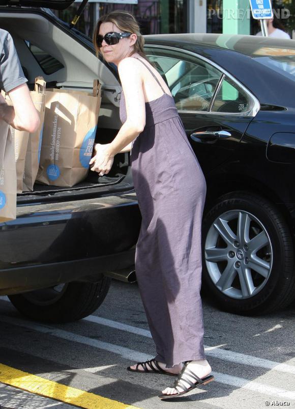 Ellen Pompeo en look bohème, robe longue à l'appui.