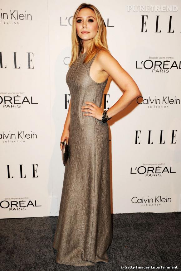 Elizabeth Olsen brille dans cette robe et parvient à flatter sa silhouette en se juchant sur des escarpins.