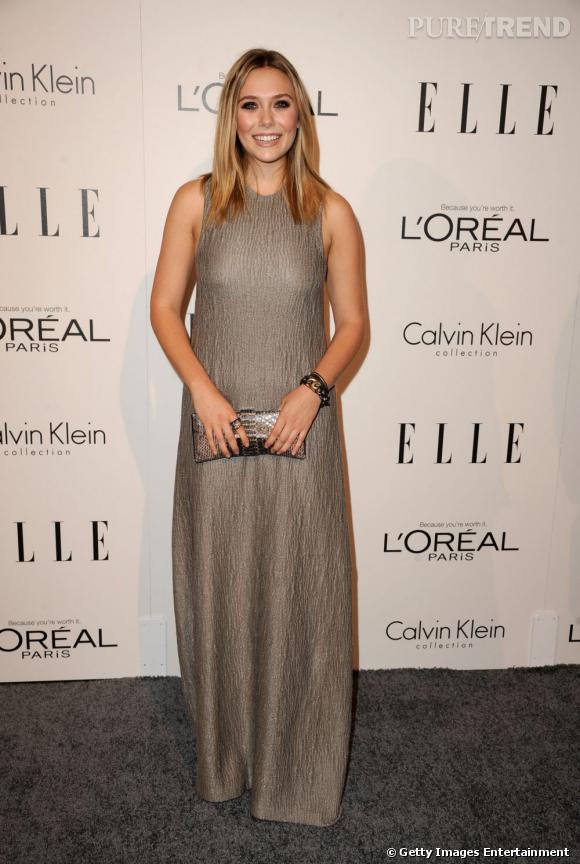 La belle mise sur une robe Calvin Klein anthracite difficile à porter.