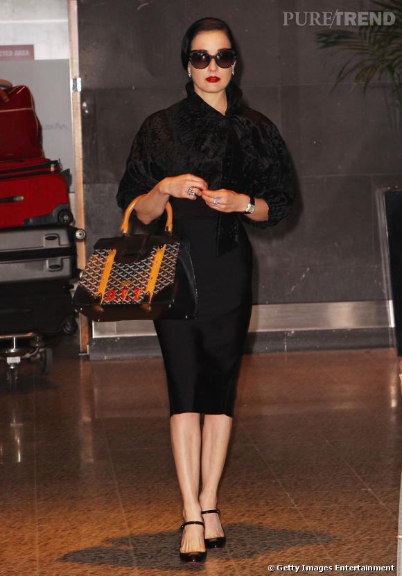 Dita Von Teese à son arrivée à l'aéroport de Melbourne.