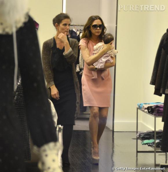 Pour Victoria Beckham, il n'y a pas d'âge minimum pour aller faire du shopping. Elle promène donc régulièrement sa petite Harper dans les magasins.