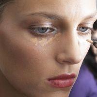 Maquillage : soignez le contour de vos yeux