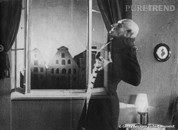 """Nosferatu de Friedrich-Wilhelm Murnau (1922)    Première adaptation du roman de Bram Stocker """"Dracula"""" et premier film qui fait peur (on ne parle pas des débuts où tout faisait peur), Friedrich-Wilhelm Murnau façonnera le mythe et l'image du comte suceur de sang."""