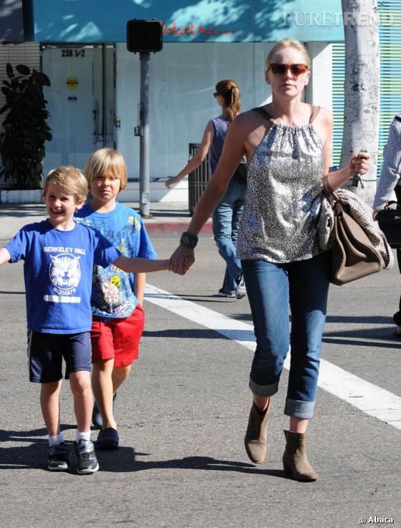 Sharon Stone avec ses fils dans les rues de Los Angeles.