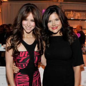 Jennifer Love Hewitt prend la pose avec une autre star des 90's, avec qui elle partage d'ailleurs son beauty look, Tiffany Thiessen.