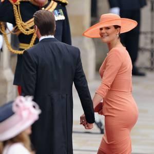 Princesse Victoria, d'habitude très pudique, s'est plutôt bien révélée lors du mariage de Kate et William. Dans une robe moulante pêche, on ne voit qu'elle. Et son popotin.