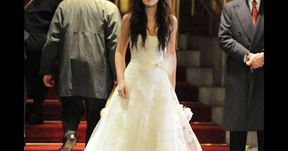 463edfab2819 La dernière saison de Gossip Girl promet On aime la robe griffée Vera Wang  de Blair Waldorf - Puretrend