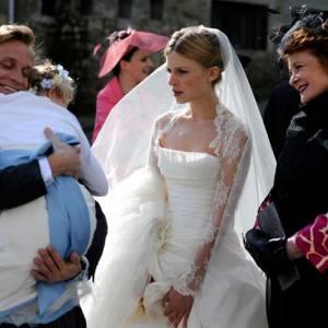 """La belle Clemence Poesy, mariée immaculée dans le film """"Pièce Montée"""". On se souvient également de sa robe dans l'avant-dernier volet de """"Harry Potter"""", devenue mythique."""