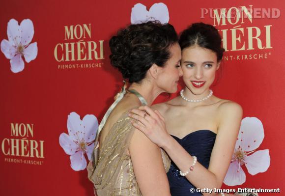 Andie MacDowell et sa fille Sarah Margaret Qualley lors de la soirée de charité Mon Chéri Barbara Day à Munich.