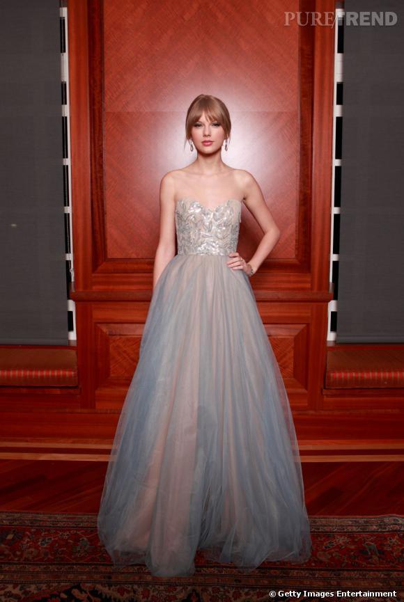 Taylor Swift, princesse d'un soir en robe Reem Acra à Nashville.