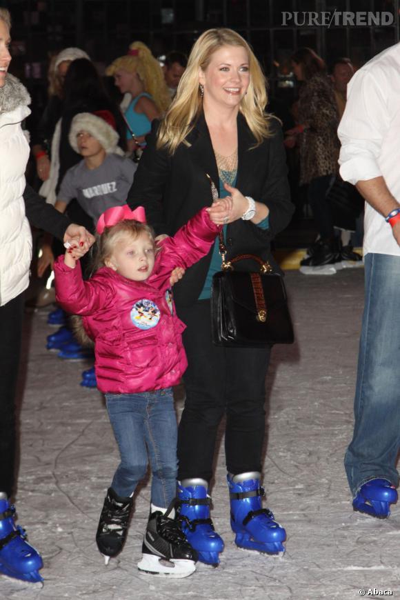 Melissa Joan Hart sur la glace avec sa fille.