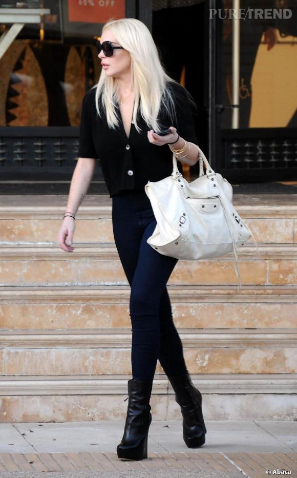 Lindsay Lohan, en virée shopping chez Barney's à Beverly Hills.