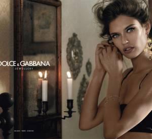 Bianca Balti prend la pose pour Dolce & Gabbana Jewellery
