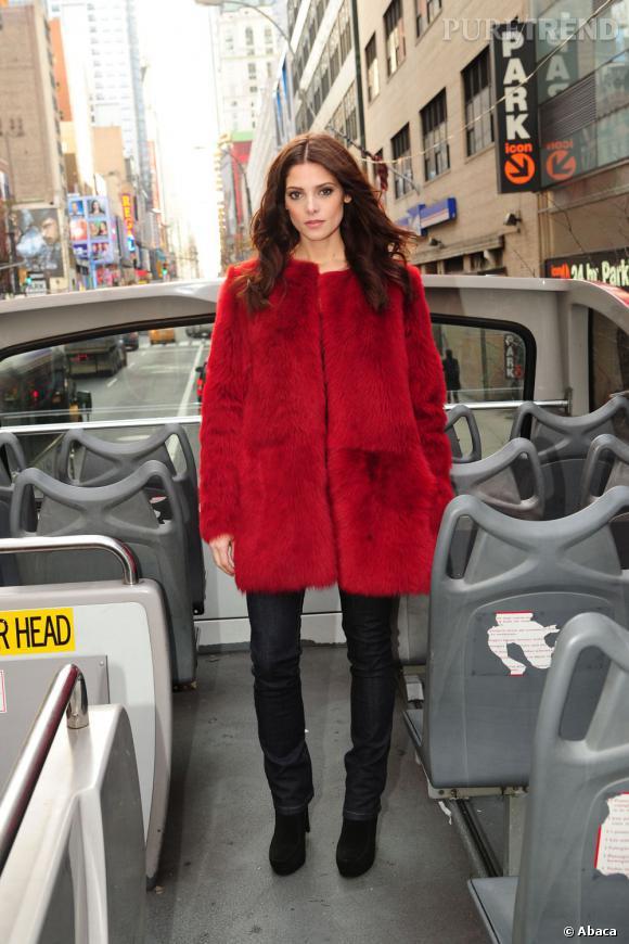 Ashley Greene, dans un ensemble DKNY, fait tout simplement sensation.