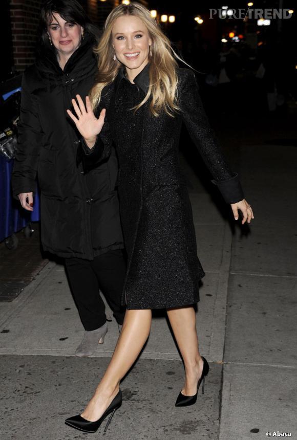 Kristen Bell pétillante dans son long manteau Alberto Ferretti.