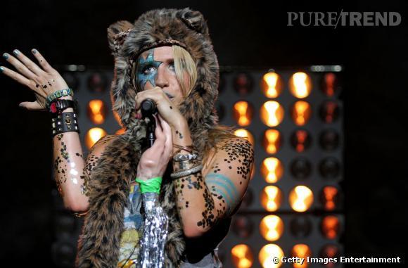Ke$ha ne quitte plus son bonnet animal, même sur scène.