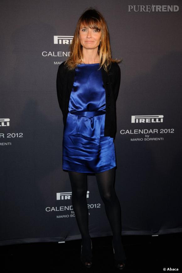 Axelle Laffont participe au lancement du calendrier Pirelli dans une robe satinée et brillante.