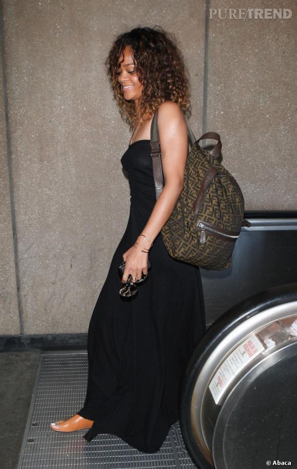 It-bag Fendi en sac à dos, Rihanna sait y faire en matière d'accessoires.