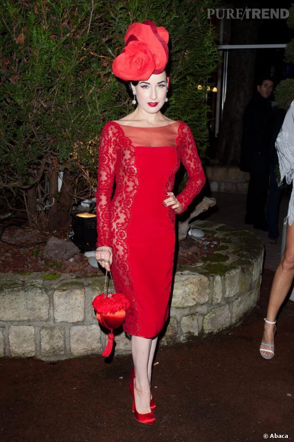 Dans sa robe Haute-Couture Alexis Mabille, Dita Von Teese donne une vraie leçon de glamour.