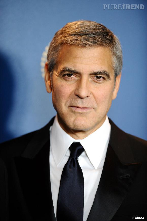 George Clooney n'a pas souvent changé de coiffure, mais c'est parce que celle ci lui va parfaitement. Court, poivre et sel, mais tonique. Sa marque de fabrique.