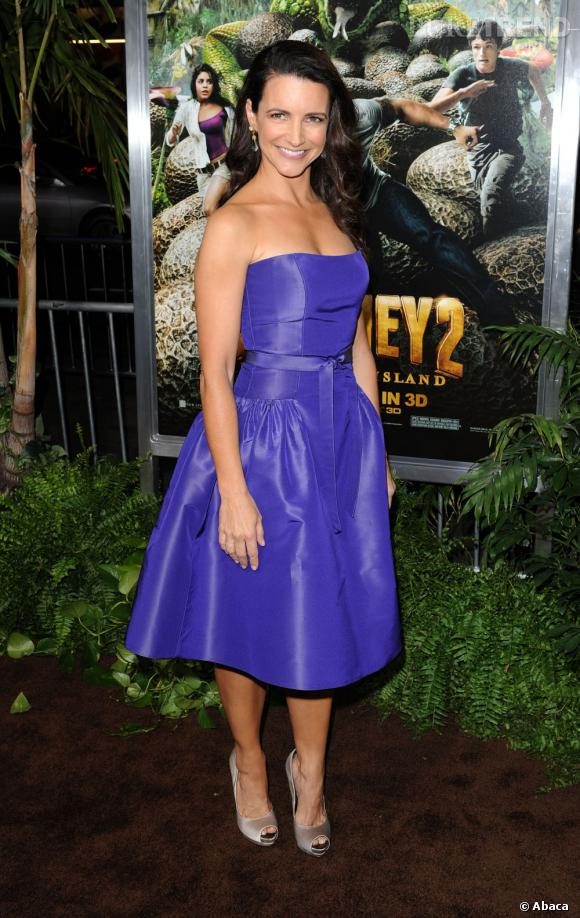 Kristin Davis porte une robe Monique Lhuillier violine.