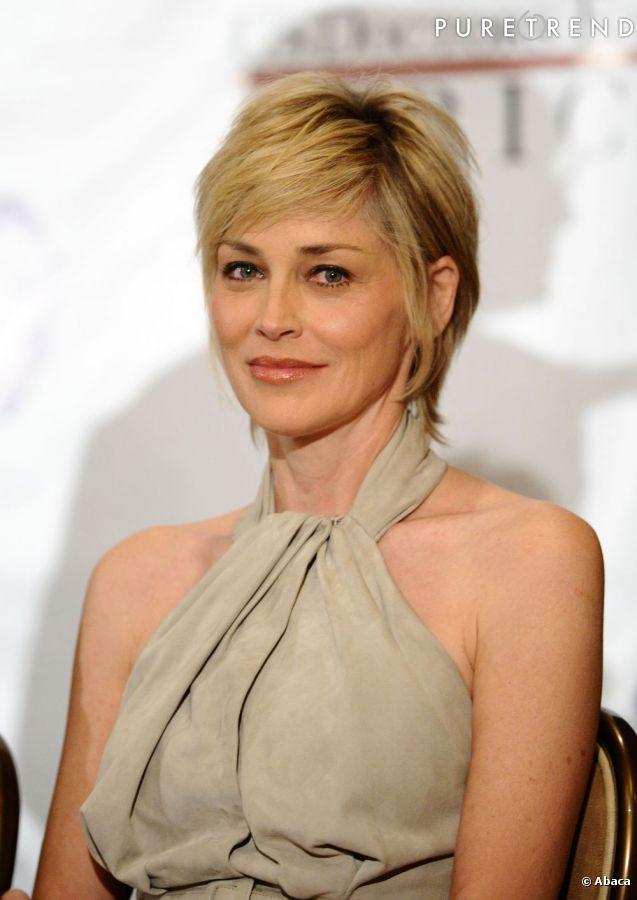Sharon Stone parait plus jeune avec les cheveux courts.