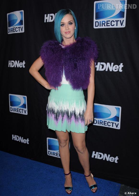 Katy Perry est la dernière à avoir opté pour la teinture bleue...