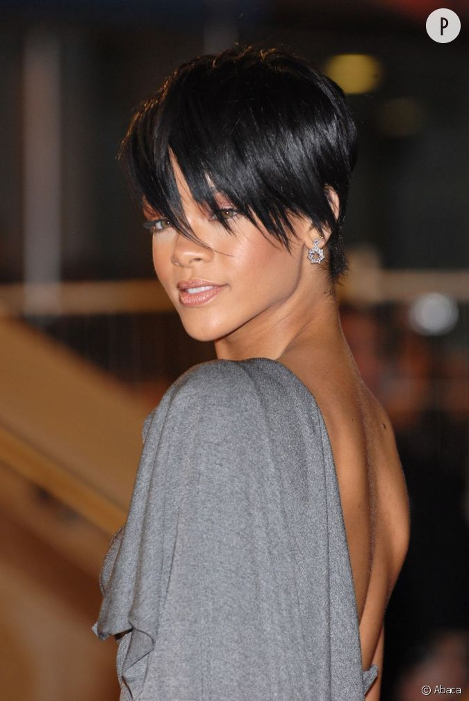 En 2008 rihanna coupe court for Coupe de cheveux court de star