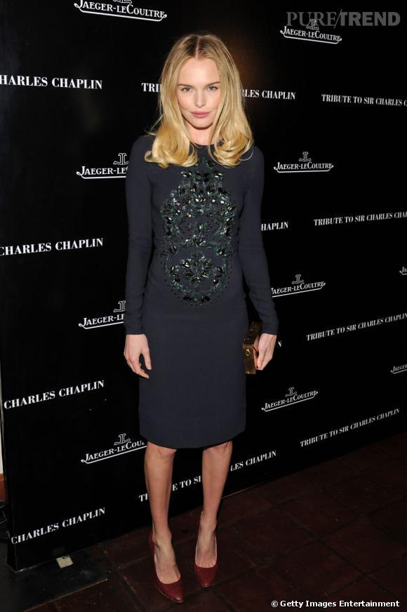 Kate Bosworth porte une robe Stella McCartney embellie par des sequins sur le buste.