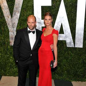 Rosie Huntington-Whiteley en Antonio Berardi et Jason Statham.