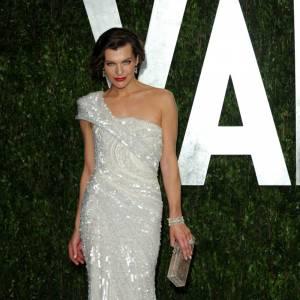 Milla Jovovich en Elie Saab haute-couture collection 2009/2010.