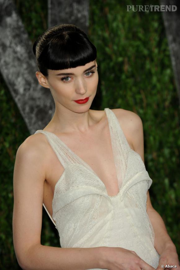 Rooney Mara, poupée en Givenchy.