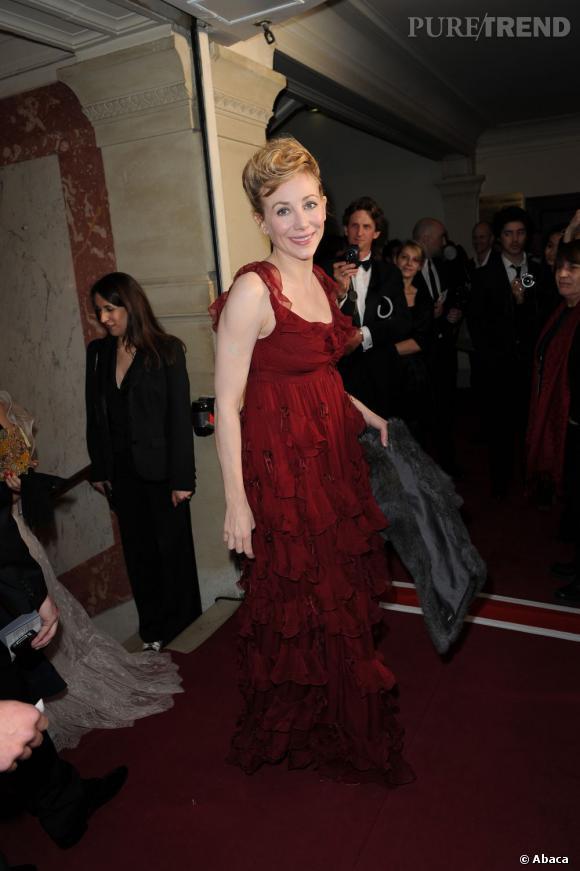 Julie Depardieu était ravissante en robe taille Empire signée Christian Dior.
