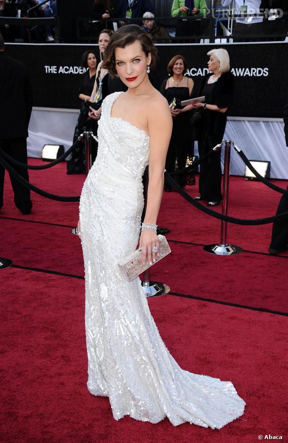 Milla Jovovich était en Elie Saab sur le red carpet.