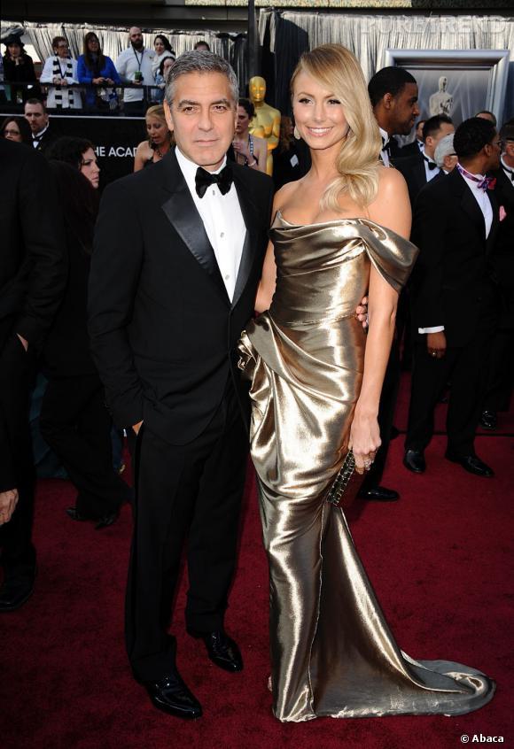 Stacy Keibler, alias Miss George Clooney, a confié sa silhouette sculpturale à Georgina Chapman, et est apparue en robe de déesse en lamé or griffé Marchesa.