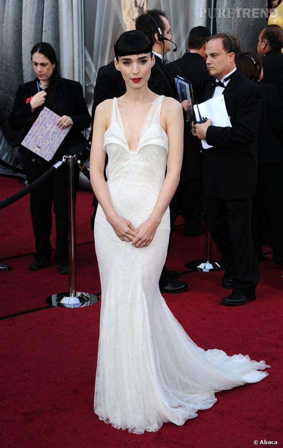 Rooney Mara, continue de s'imposer dans la cour des modeuses pointues, avec une robe Haute Couture de chez Givenchy.