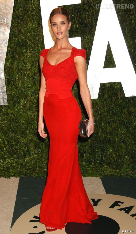 Rosie huntington whiteley ose la robe longue rouge flashy antonio