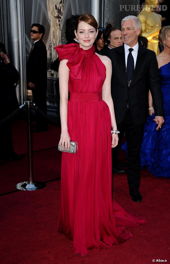 Emma Stone a opté pour la couleur, et une robe haute Couture signée Giambattista Valli.