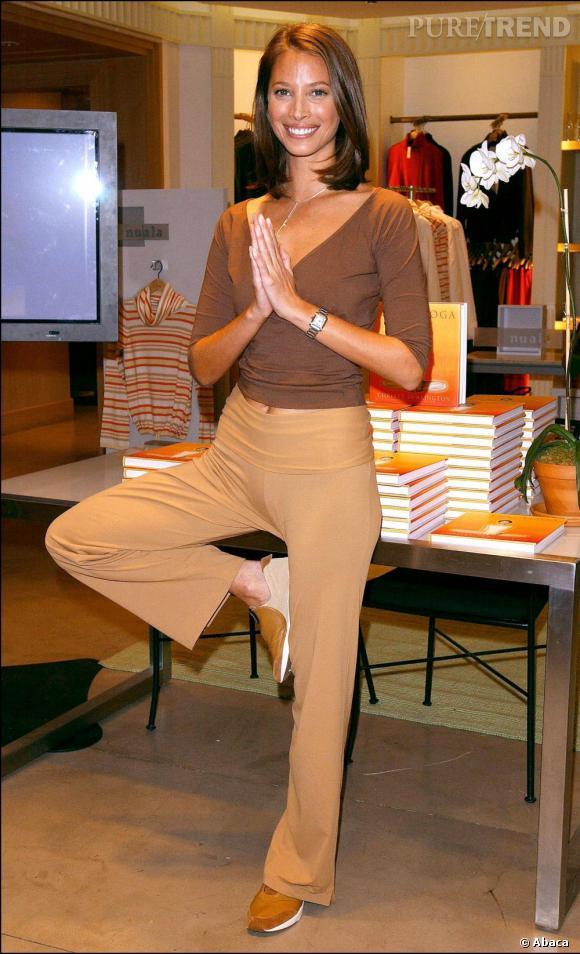 Les sports préférés des stars pour une jolie silhouette     Sport :  Le yoga  Les stars qui le pratiquent :  Christy Turlington, Jennifer Aniston, Gwyneth Paltrow    C'est pour qui ?  Celles qui veulent gagner en souplesse et redessiner en douceur leurs courbes tout en se relaxant.