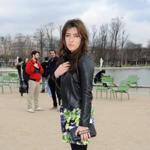 Mylène Jampanoï s'apprête à assister au défilé Valentino.
