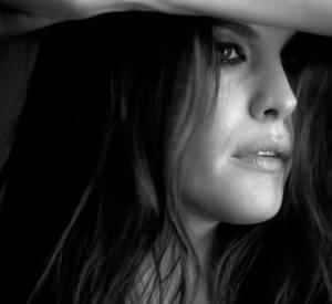 """Pour la nouvelle campagne de l'Eau de Toilette Very Irrésistible Electric Rose, Liv Tyler reprend """"I need you tonight"""" d'INXS"""