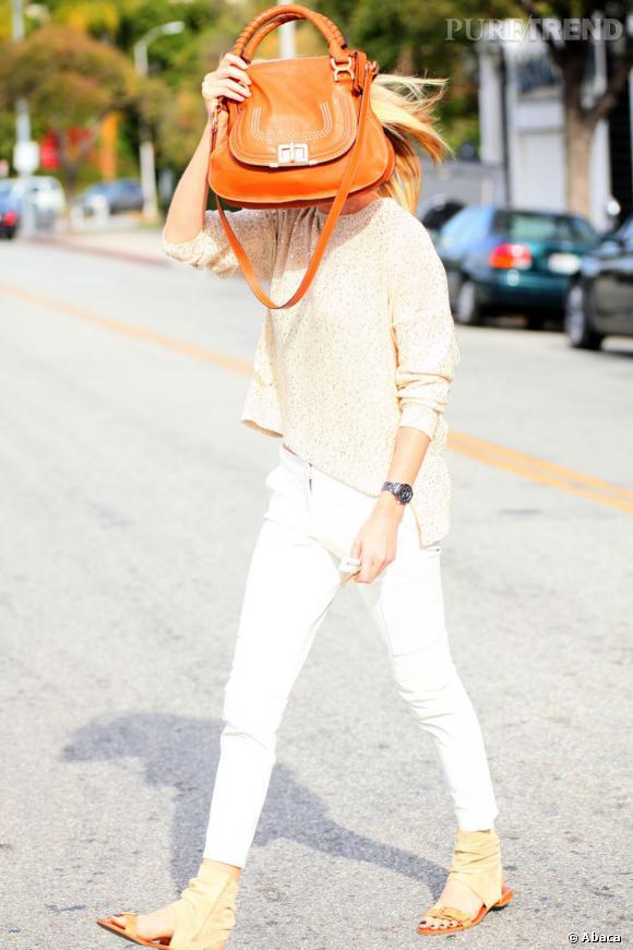 La meilleure partie de cache-cache  : It-bag brandi comme un bouclier, cela peut être n'importe quelle blonde hollywoodienne.