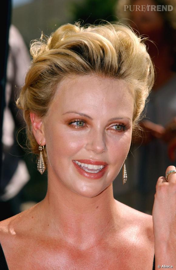 Le pire maquillage des yeux  : Myxomatose ? Le résultat make-up nous laisse perplexes.